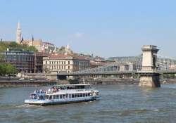 Budapesti tavasznyitány dunai hajózással és villamostúrával