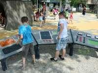 Holdraszállás tematikájú játszótér Óbudán - Felújították a Holdudvar parkot