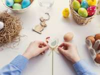 Húsvéti szokások és ajándék ötletek, húsvéti jelmezes egyedi plüss macikkal fokozva a hangulatot